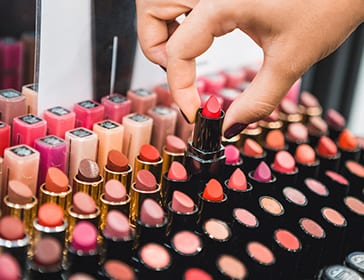 How to pick the right shade of lipstick of your skin tone